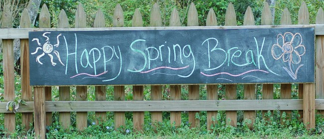 Easy to make Picket Fence Chalkboard for kids