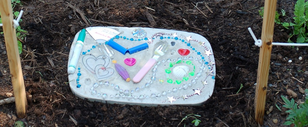 Upcycled Stepping Stone Tutorial