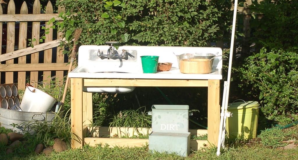 Mud pie sink and wash station